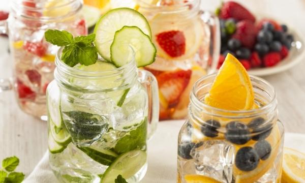 Saját készítésű üdítő, jeges, nyári innivalók gyümölcsökkel, zöldségekkel, gyógynövényekkel.