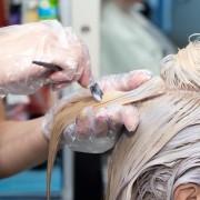 A hajhullás és a vegyi hajfestékek esete