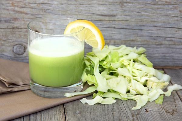 Frissen préselt káposztalé citrommal, igazi fogyókúrás ital.