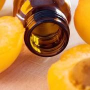 A sárgabarackmagból nyert olaj az öregedő bőr egyik legjobb barátja