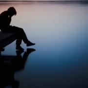 A depresszió sötét világában élő ember tünetei