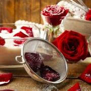 Virágok királynőjéből készített finomságok: kandírozott rózsaszirom, rózsaital, rózsatea, rózsalekvár