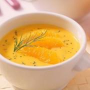 Készítsen a C-vitaminnal teli narancsból karácsonyi díszt, likőrt, szaloncukrot és levest!