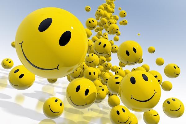 Citromsárga smiley-k özönlenek felénk a képernyőről, a mosolyjelek a pozitív gondolkodásra utalnak.
