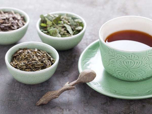 Szárított gyógynövények keverékéből készült tea emésztési panaszokra.