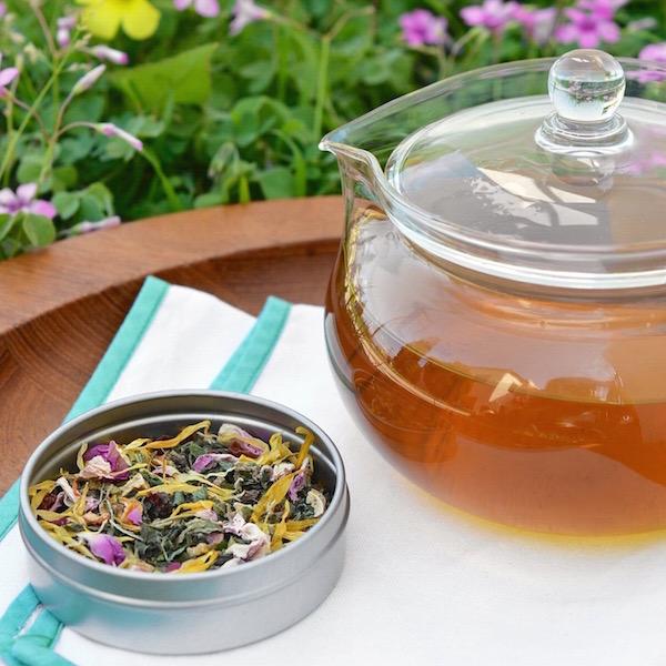 Szárított gyógynövénykeverék tavaszi vértisztító teához.