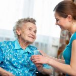Milyen óvintézkedésekre van szükség, hogy idős szerettünk ne szenvedjen a kánikulától?