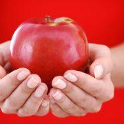 Napi egy alma az orvost tényleg távol tartja?