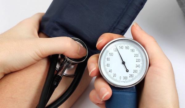 Alacsony vérnyomást mér a műszer kijelzője.