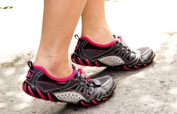 Lábujjhegyen járás feszes Achilles-ín esetén.