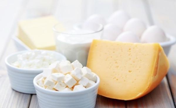 Sok kalciumot tartalmazó tejtermékek a csontritkulás megelőzésére.