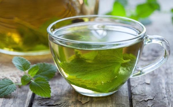 Friss citromfűből készített tea lehangoltság ellen.