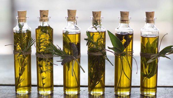 Mennyei ajándékok: fűszer-, gyümölcs- és gyógynövényolaj készítése házilag
