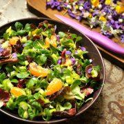 Virágos és gyógynövényes ünnepi saláták
