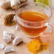 """Életmentő """"gyógyszerek"""": fokhagyma, méz, alma, napfény és kurkuma"""