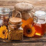 """Méhészeti """"gyógyszerek"""": méz, méhpempő és propolisz."""