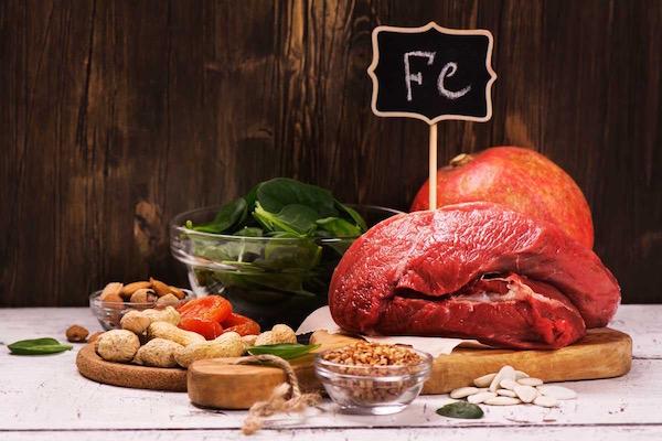 Vastartalmú ételek: vörös hús, spenór, olajos magvak, hüvelyesek.