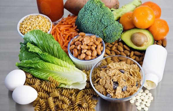 Sok folsavat tartalmazó élelmiszerek: tojás, bab, avokádó, mandula, brokkoli, narancs, répa, durumtészta, édesburgonya.