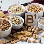 B1-vitamint tartalmazó élelmiszerek: napraforgómag, pisztácia, teljes kiőrlésű gabonák, hajdina.