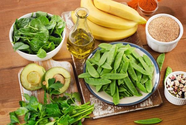 K-vitaminban gazdag élelmiszerek: zöldbab, banán, spenót, olívaolaj, hüvelyesek.