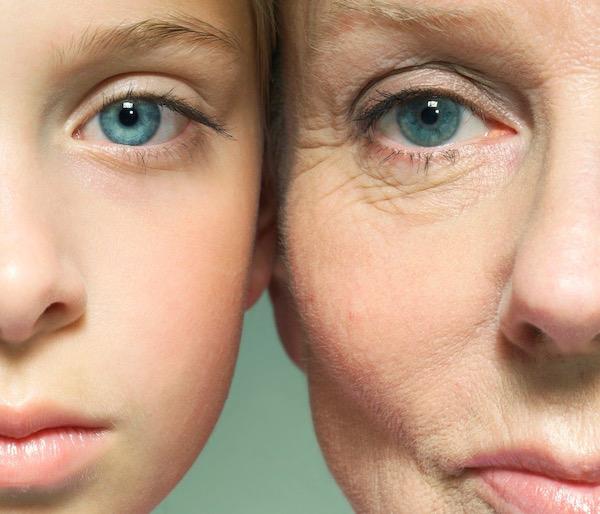 Anya és lánya arca egymás mellett fotózva.