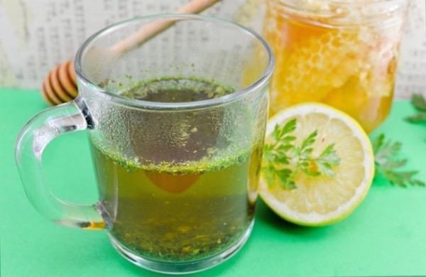 Petrezselyemtea citrommal és mézzel.