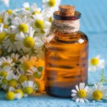 Ami a gyógyszeres szekrényünkből nem hiányozhat: kamillaolaj