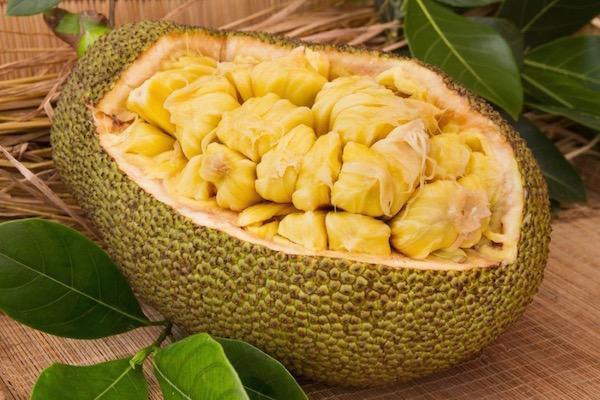 Érdekes, egzotikus óriásgyümölcs: dzsekfrút (jackfruit).
