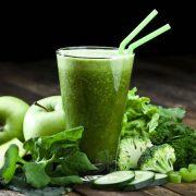 Az egészséges turmixok alkotói: zöld leveles zöldségek és fűszernövények
