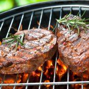 A grillezett és füstölt húsok veszélyei