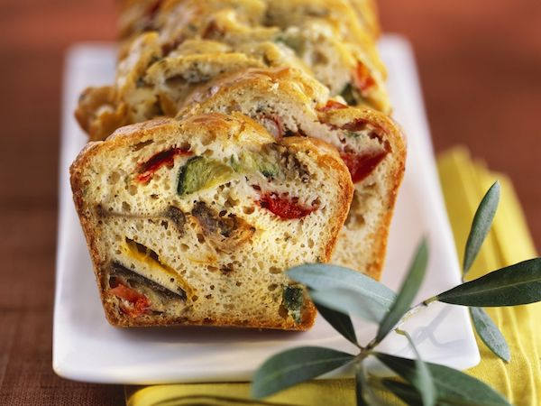 Igazi mediterrán kenyér dpárgával, olívabogyócal, spárgával.