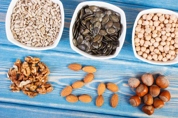 Cinkben gazdag élelmiszerek: mogyoró, dió, mandula, tökmag, napraforgómag, quinoa.