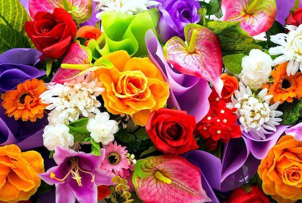 Virágcsokor vegyes virágokból.