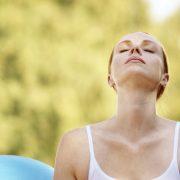 Csökkentse a stresszt és segítse szervezete méregtelenítését mélylégzéssel!