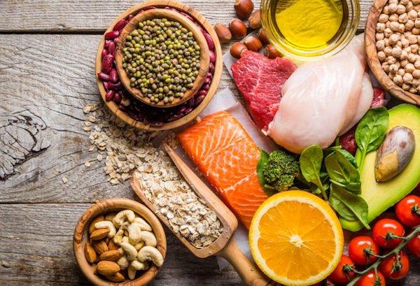 Demencia megelőzésére szolgáló polifenolokban gazdag élelmiszerek.