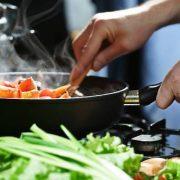 Miért jó, ha otthon főzünk?