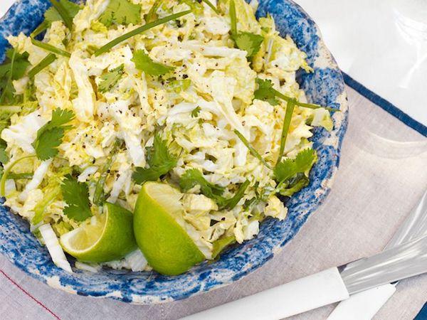 Különleges nyári káposztasaláta lime-mal és korianderrel.