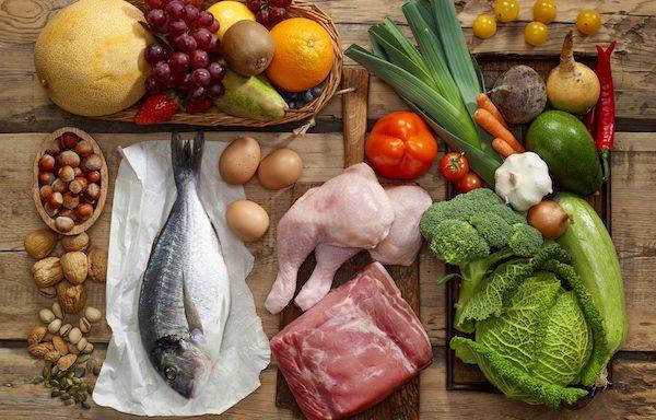 Pikkelysömörben szenvedő embereknek ajánlott étrend alapanyagai.