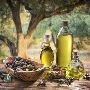A magas zsírtartalmú étrend veszélyes hatásainak kivédése olívaolajjal