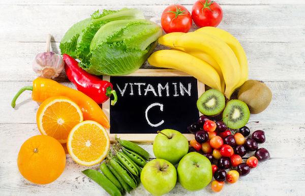 C-vitaminokat tartalmazó zöldségek és gyümölcsök: kivi, narancs, paprika, alma, zöldborsó, banán, acerola, paradicsom, fokhagyma, káposzta.