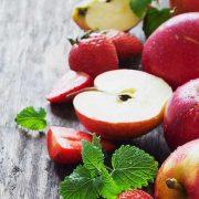 A legjobb öregedésgátlók: alma és szamóca
