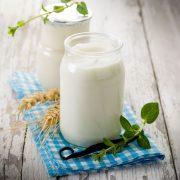 A kefirben lévő enzim segíthet a laktóz lebontásában