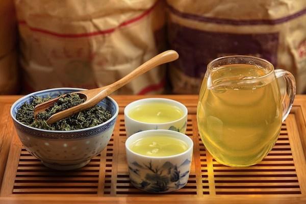 Oolong tea mini csészékben szervírozva.