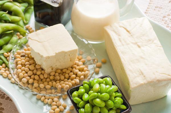 Növényi eredetű táplálékok: szója, zöldbab, borsó, tej.