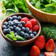 Daganatellenes táplálékok: kurkuma, bogyós gyümölcsök és társaik