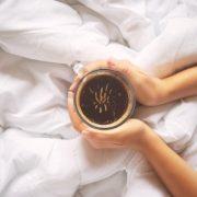 Éhgyomorra tilos kávét inni!