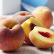 Melyik gyümölcsöt és zöldséget tilos és melyiket szabad meghámozni?