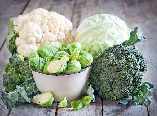 Keresztesvirágú zöldségek: karfiol, brokkoli, kekáposzta, kelbimbó.