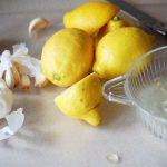 Koleszterinszint- és vérnyomáscsökkentő citromlé és fokhagyma