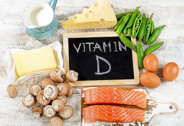 D-vitamint tartalmazó élelmiszerek: gomba, vaj, sajt, tej, zöldborsó, tojás, lazac.
